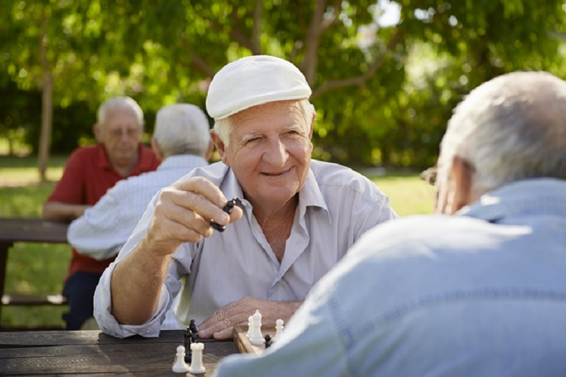 Los jubilados desahuciados por avalar a sus hijos o nietos podrán seguir viviendo en su casa pagando un alquiler social