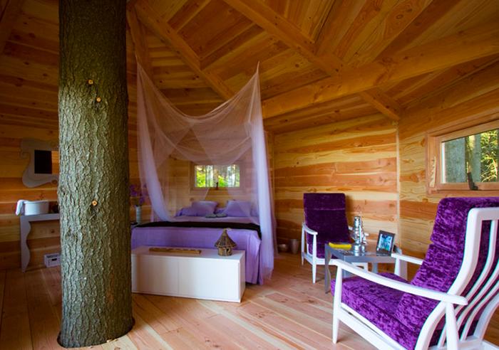 Puedes practicar glamping en una casa-árbol. Foto: Cabanes las Arbres