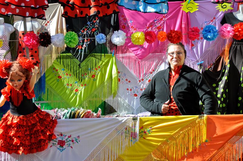 En uno de los mercadillos de Sevilla - Fotografía: Alberto Loyo, Shutterstock.com