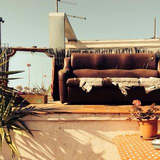 Perdidamente enamorados de esta #terraza #bohemia en el #raval, #barcelona. #hogar #enalquiler
