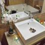 Crea una sensación de spa: perfuma con aromas frescos, velas perfumadas o mikados.