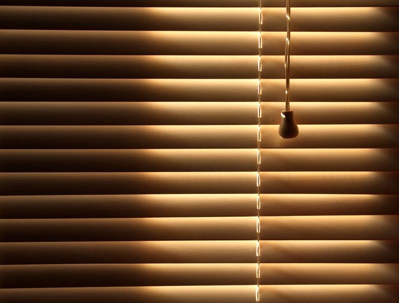 La persiana cierra pero deja pasar algo de luz