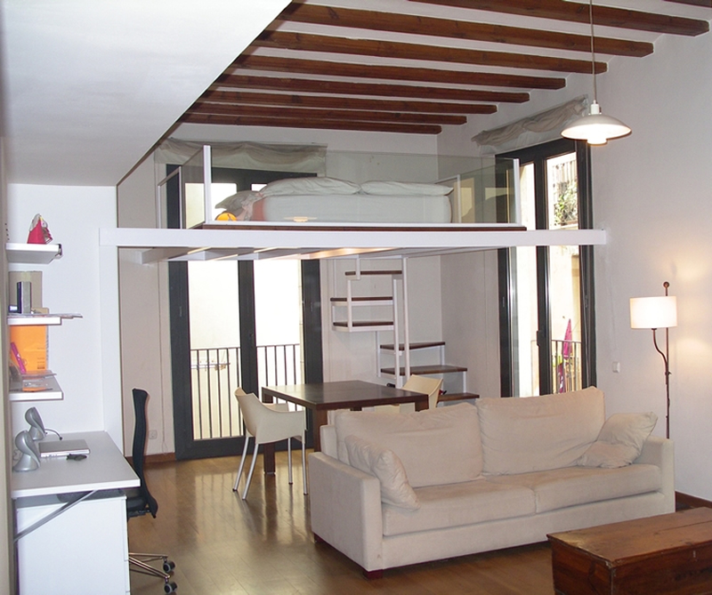 Soluciones para pisos peque os con inspiraci n n rdica - Como hacer un altillo de madera ...