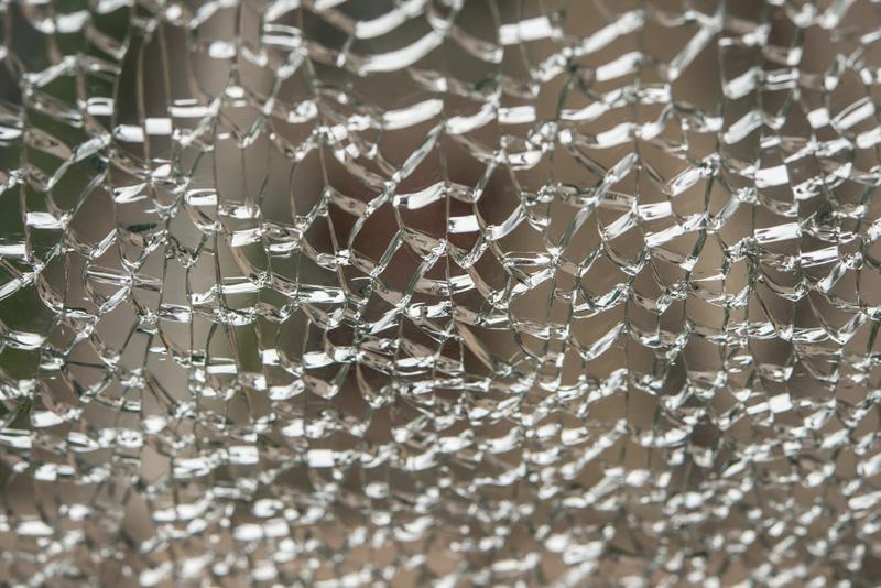 Quién repara ventana rota tras robo en piso de alquiler
