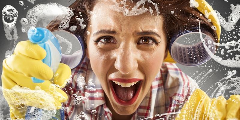 inquilina limpiando casa