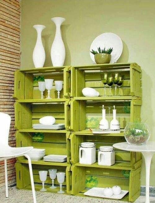 Estanterías recicladas con cajas de madera