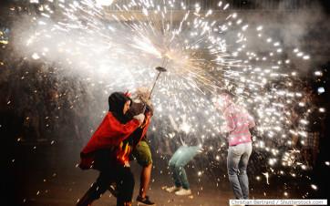 Correfocs - Foto: Christian Bertrand / Shutterstock.com