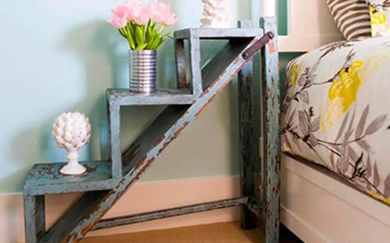 Muebles reciclados - Mesita de noche hecha con una escalera