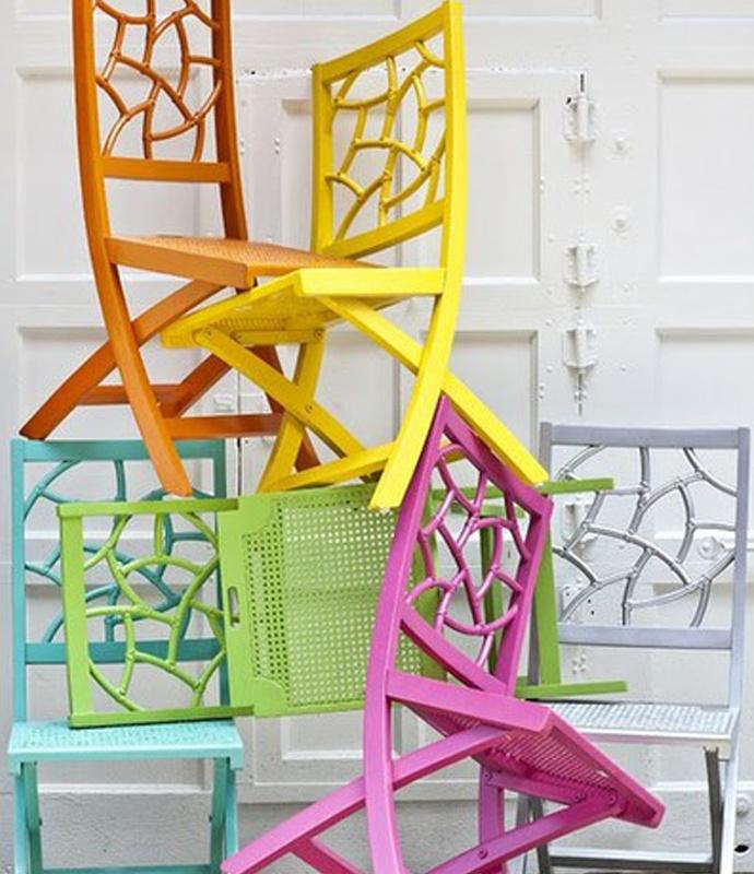 Decoración y reciclaje - Escultura hecha con sillas