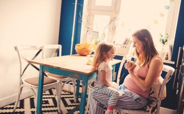 familia en casa en alquiler