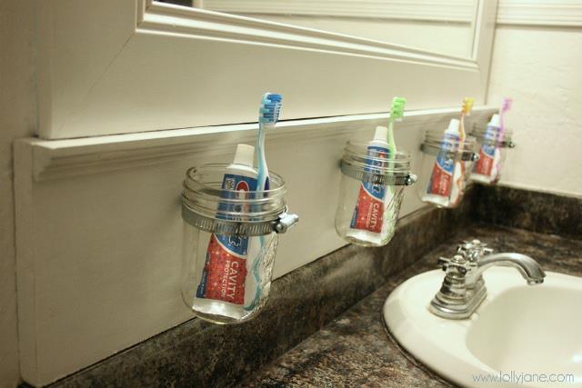 Reciclaje en el baño - Envase transformado en recipiente para cepillo y pasta de dientes