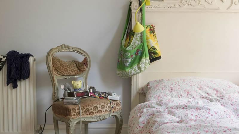 Muebles reciclados - Silla convertida en mesita de noche