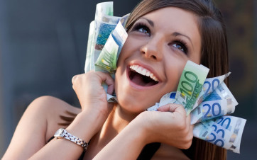 chica con euros