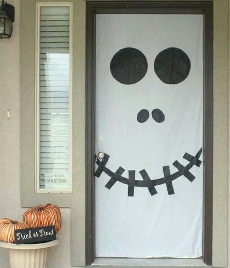 puerta decorada para halloween