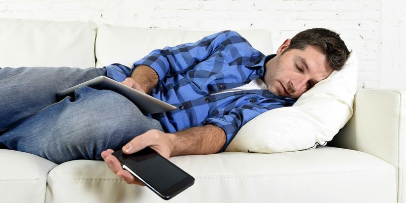dormir en sofá