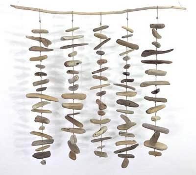 movil hecho con palos de madera de mar