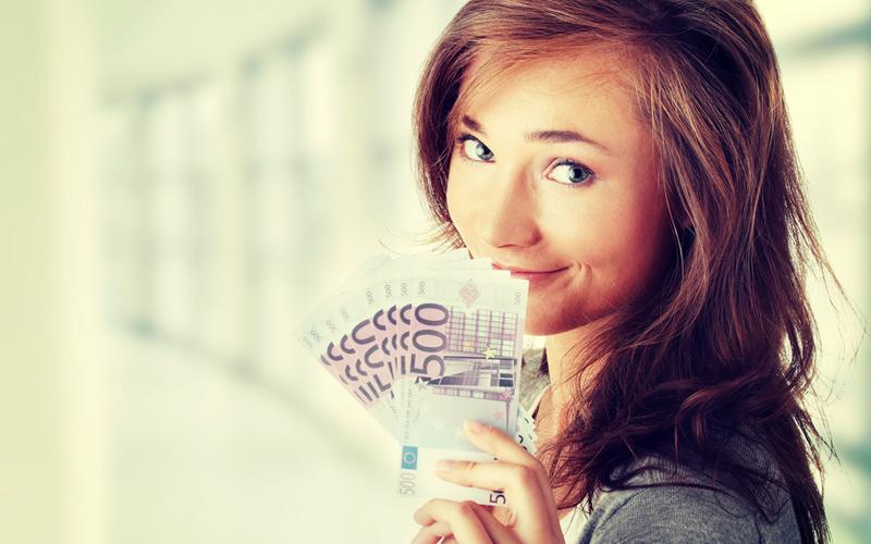 chica con euros fianza piso alquiler