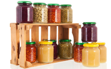 legumbres en jarra de cristal
